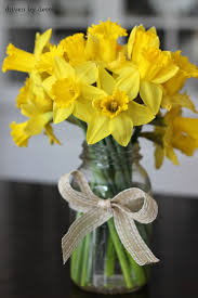 Cut Daffodils In Mason Jar For A Simple Spring Centerpiece