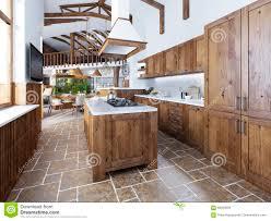 ile cuisine la grande cuisine dans le style de grenier avec une île au milieu