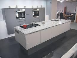 häcker musterküche moderne küche mit granit arbeitsplatte