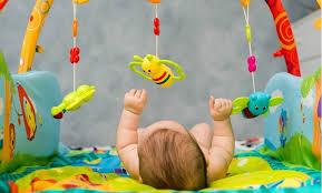 quel siege auto pour bebe de 6 mois votre bébé a 6 mois il s intéresse à tout idkids