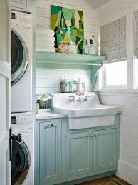 Shingle Style Beach House With Classic Coastal Interiors Couleurs Et Idees De Tablettes Salle Bain Laundry Room