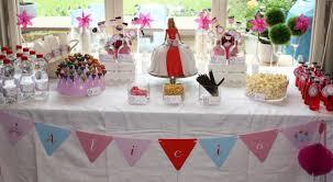 decoration pour anniversaire une décoration d anniversaire pour filles