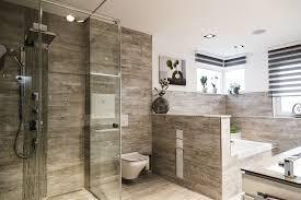 großes modernes badezimmer ein großes badezimmer erlaubt