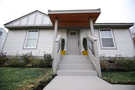 100 Flip Flop Homes Exes Page Turner And DeRon Jenkins Bring HGTVs Or To
