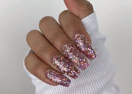 Glitter Nail Designs to Sparkle All Season