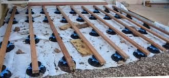 plot reglable pour terrasse bois pose lame de terrasse sur plot evtod