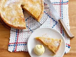 gedeckter apfelkuchen mit vanilleeis rezept