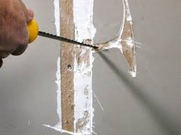 Hairline Cracks In Ceiling Paint by How To Repair Cracks And Holes In Drywall How Tos Diy