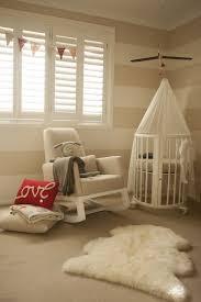 chambre bebe beige chambre enfant chambre bébé mixte rayure murale beige chambre de