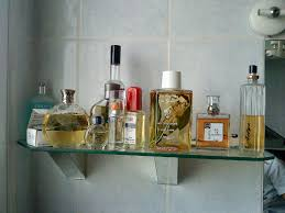 etagère de salle de bain avec ses supports miroir sur mesure