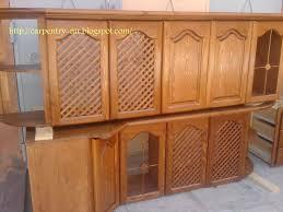 porte de cuisine en bois brut caisson cuisine bois meuble cuisine gris clair ikea noir et jaune
