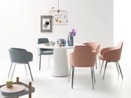 esstisch stühle mit modernem design und polster in