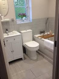 Grey Tiles Bathroom Ideas by Best 25 Small Bathroom Tiles Ideas On Pinterest Grey Bathrooms