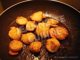 cuisiner les noix de jacques velouté de petits pois aux noix de jacques entrée