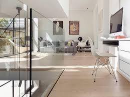 arbeitsplatz und wohnzimmer mit moderner bild kaufen