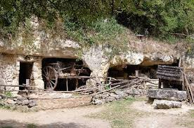 a troglodyte farm dwelling picture of la vallee troglodytique