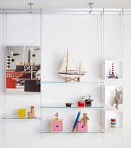 système d étagères suspendu contemporain en verre pour