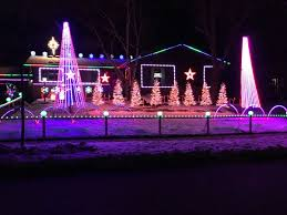 Christmas light tourists don t want to miss Colony Drive display