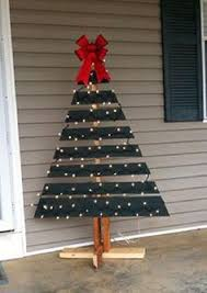Pallets Are So Versatile This Time One Was Turned Into A Christmas Tree For The
