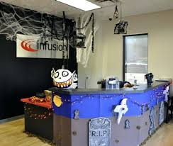 Halloween Cubicle Decorating Contest Flyer by 15 Fun Halloween Front Doors Halloween Door Decorations Halloween