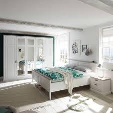 kuscheliges schlafzimmer im romantischen landhaus stil