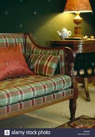 rot und grün überprüfen polsterung auf antiken sofa im