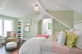 kleine schlafzimmer mit wandfarbe hellgrün optisch