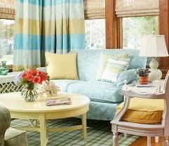 canap bleu clair 1001 idées créer une déco en bleu et jaune conviviale