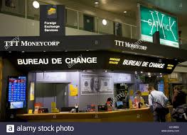 bureaux de change à ttt moneycorp bureau de change office gatwick airport south stock