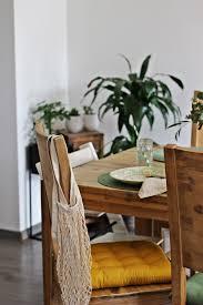 living frühling im wohnraum sonniges gelb und sattes grün