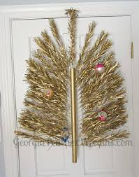 As If The Color Gold In Aluminum Trees Wasnt Unique Enough This Blogger Has Gone A Step Ahead And Used Small Sized Self Made Christmas Tree To