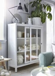 ikea deutschland hemnes vitrine im wohnzimmer mit