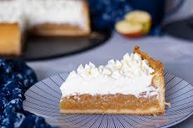 apfelkuchen mit pudding und sahnehaube
