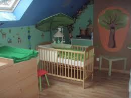 chambre foret chambre forêt pour bébé avec feuille ikéa