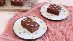 einfacher schokoblechkuchen mit viel schokolade und bunten