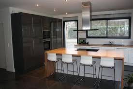 cuisine chalet moderne cuisine moderne avec ilot 13 id233es cuisine focus sur la