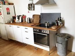 eine wohnküche gemütlich gestalten mit wenig geld aber