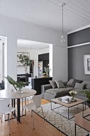 offener wohnraum mit sofa und esstisch bild kaufen