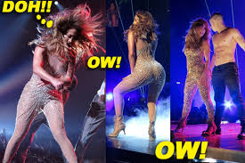 Jennifer Lopez exposes Her Nipple During A Performance The O2 in
