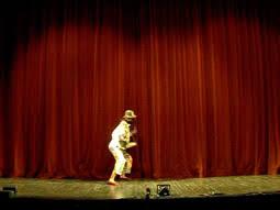 étude du rideau dans les pièces de théâtre classiques suivie d un