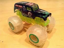 Julian's Hot Wheels Blog: Glow-in-the-Dark Grave Digger Monster Jam ...