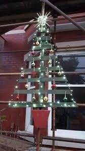 Christmas Tree Crafts Pallet With Ornaments Red Albero Stile Shabby Chic Httpdifferentdesignitalbero White
