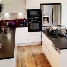 cuisine blanc et noir modèle de cuisine blanc brillant granit noir cuisine et moi