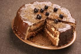 dessert avec creme fouettee gâteau au chocolat épicé et à la crème fouettée châtelaine