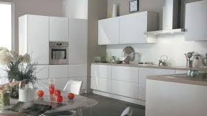 cuisine blanche design cuisine bois et blanc cheap rsolid est le seul corian agr pour le