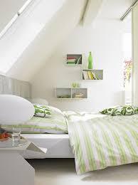 räume mit dachschrä ideen für möbel wände mehr