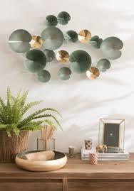 wanddeko seerosen aus metall grün und goldfarben 77x47 maisons du monde