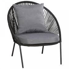 schwarzer loungesessel mit grauen auflagen entspannter