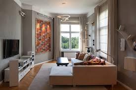 raumgestaltung mit lehmputz vorhängen und lichtkonzept