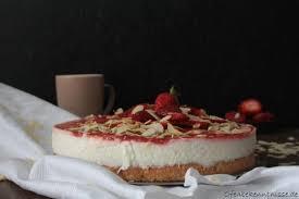 joghurt torte mit erdbeeren und rhabarber